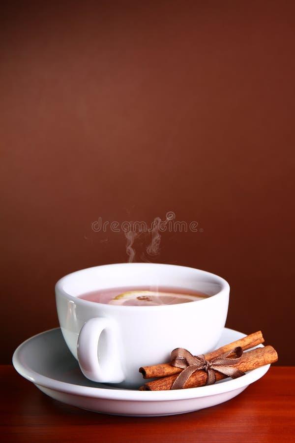 Ein Cup heißer Tee lizenzfreie stockfotografie