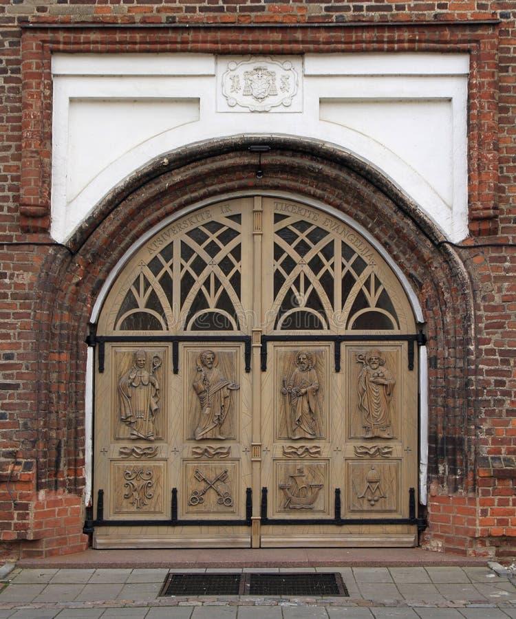 Ein der Tür zu Basillica in Kaunas lizenzfreie stockbilder