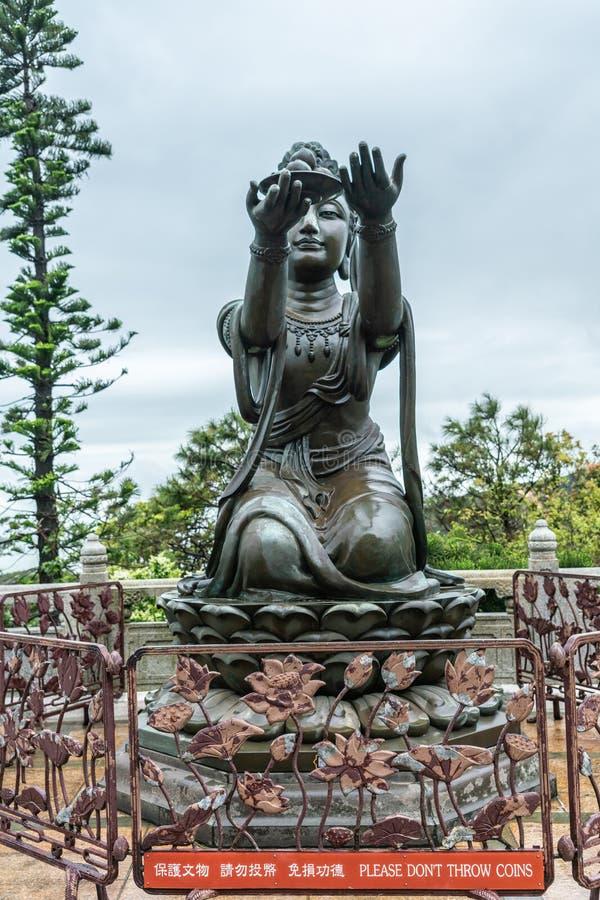 Ein des sechs Devas, das Tian Tan Buddha, Hong Kong China anbietet lizenzfreies stockfoto