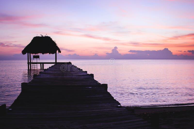 Ein Dock im Paradies stockfotos