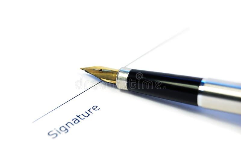 Ein Dokument betriebsbereit zur Unterzeichnung lizenzfreies stockbild