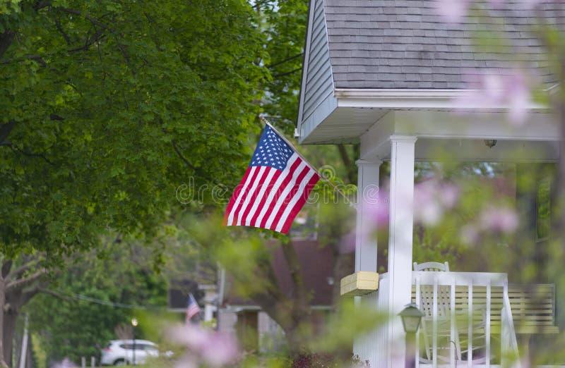 Ein durchschnittliches patriotisches Haus stockfotos