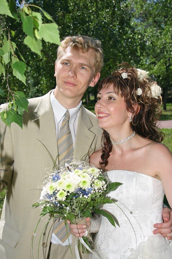 Ein eben verheiratetes Paar stockfoto