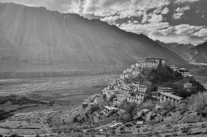 Ein einfarbiges Bild des Schlüsselklosters, ein tibetanisches buddhistisches Kloster gelegen in Indien lizenzfreie stockbilder