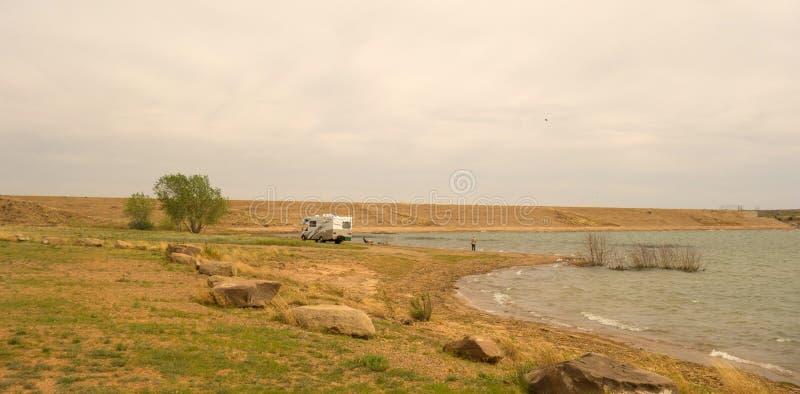 Ein einziger Camper an der UteNationalparkverdammung, New-Mexiko lizenzfreies stockfoto
