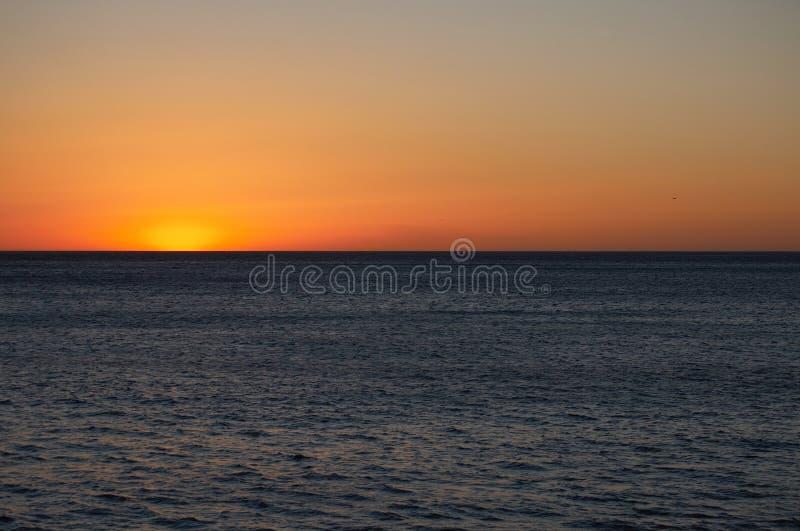 Ein Ende-Ozean-Sonnenuntergang lizenzfreie stockfotos