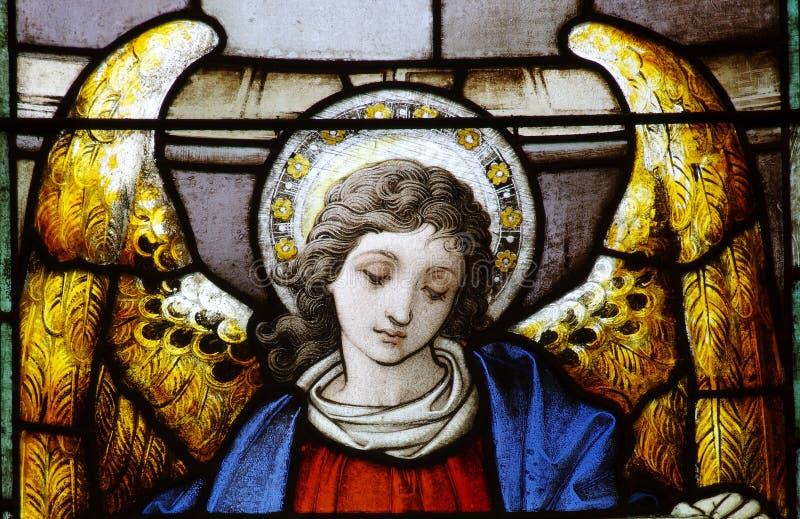Ein Engel im Buntglas stockfotografie