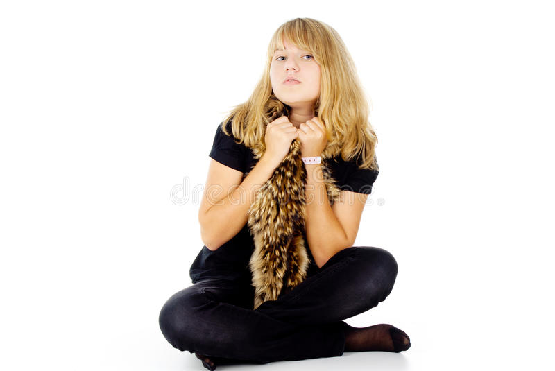 Ein fair-haired Mädchen mit einem Schal lizenzfreie stockfotos