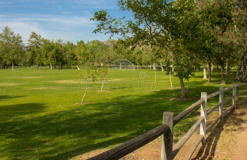 Ein Feld innerhalb Irvine Regional Parks stockfotos