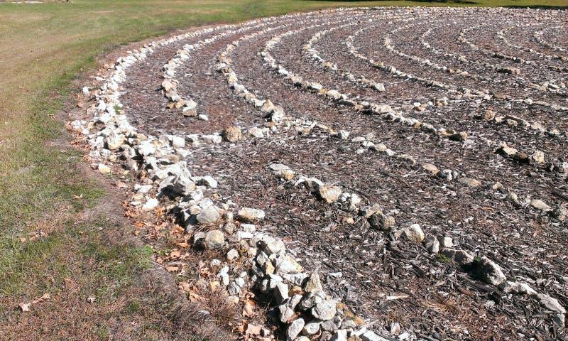 Ein Felsenlabyrinth in einem Garten stockfotos