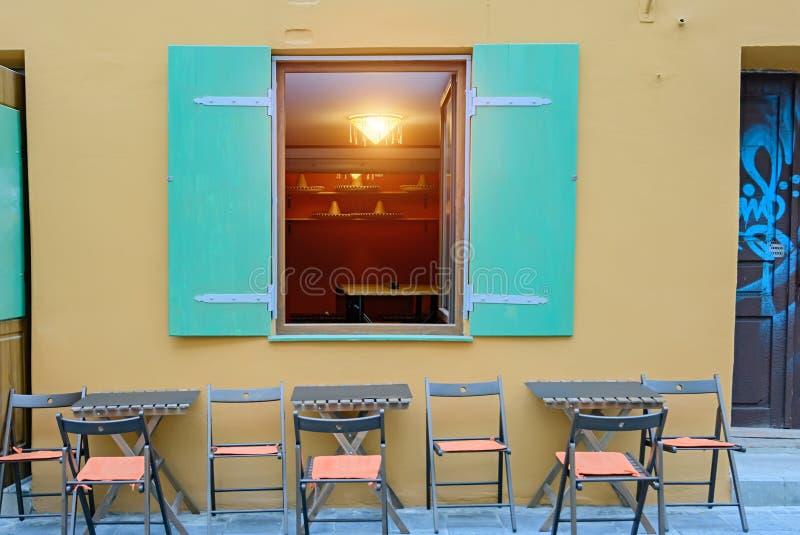 Ein Fenster in einem Gebäude in einer mexikanischen Art stockbild