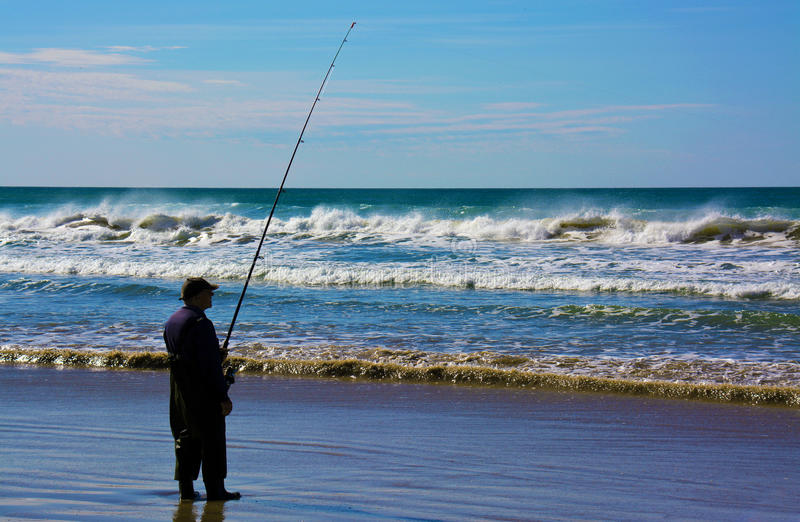 Ein Fischer in dem südlichen Ozean stockfotografie