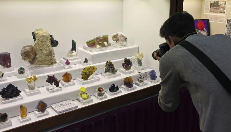 Ein Fotograf Works am Tucson-Edelstein und an der Mineralshow stockfotos