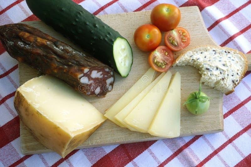 Ein Frühstück gemacht mit natürlichem und gesundem Lebensmittel auf einem hölzernen Brett des Ausschnitts lizenzfreie stockbilder