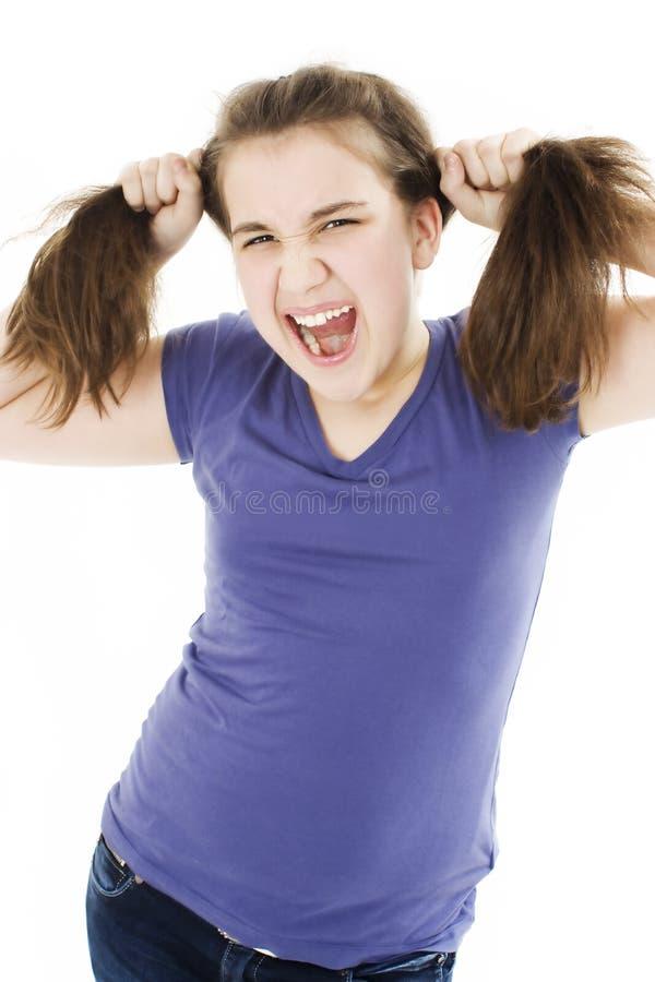 Ein frustriertes und verärgertes Mädchen ist schreiend stockbilder