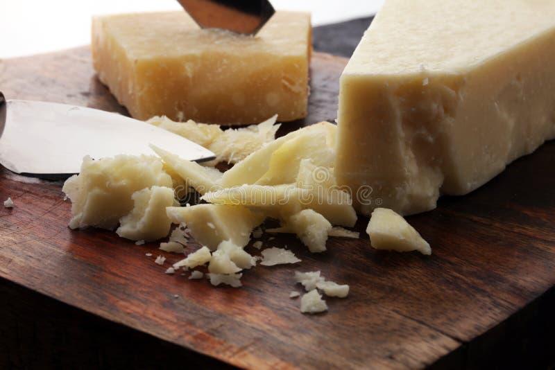 Ein gealterter authentischer Parmesankäse reggiano Parmesankäseparmesankäse mit chees lizenzfreie stockfotos