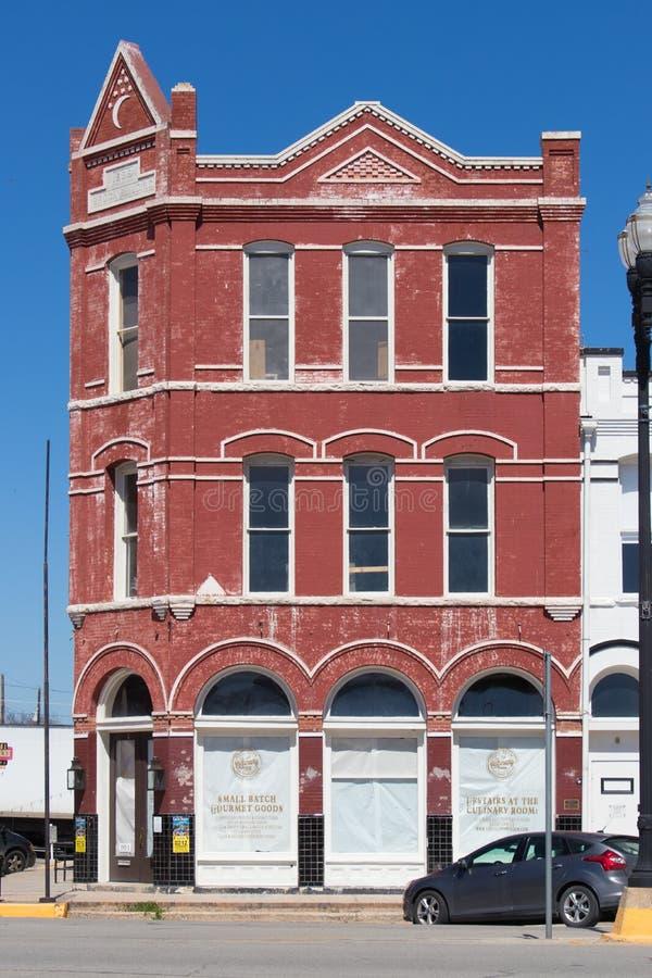 Ein Gebäude des roten Backsteins beendete im Jahre 1898 wenig, das für Abnutzungs-BU schlechter ist lizenzfreie stockfotos