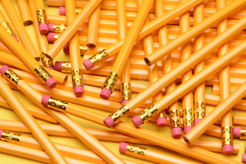 Ein gelegentlicher Stapel von Bleistiften stockfotografie