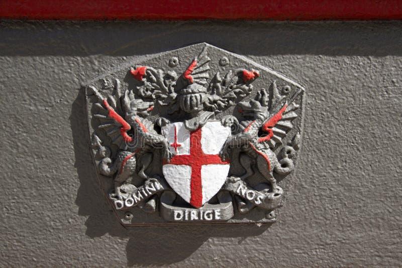 Ein gemaltes Wappen der Stadt von London, London, England, Großbritannien, am 20. Mai 2017 lizenzfreie stockfotografie