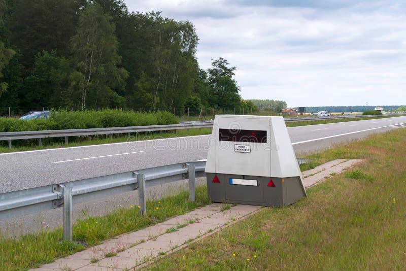 Ein so genannter Geschwindigkeitskameraanhänger lizenzfreies stockbild