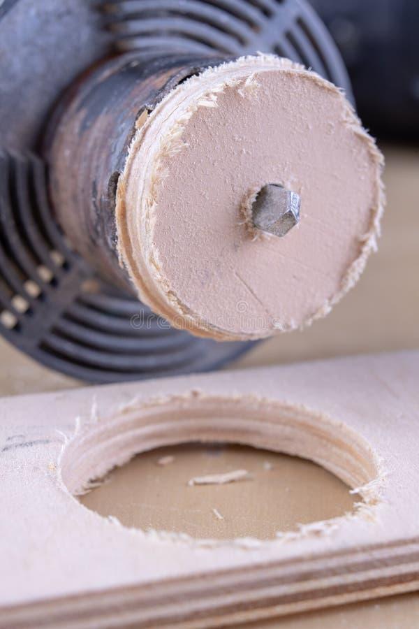 Ein Gerät für die Herstellung von Löchern im Holz Schreinereizusätze für DIY-Enthusiasten stockfoto