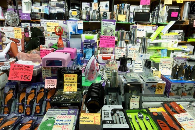 Ein Geschäft mit vielen Produkten auf Angebot lizenzfreies stockfoto