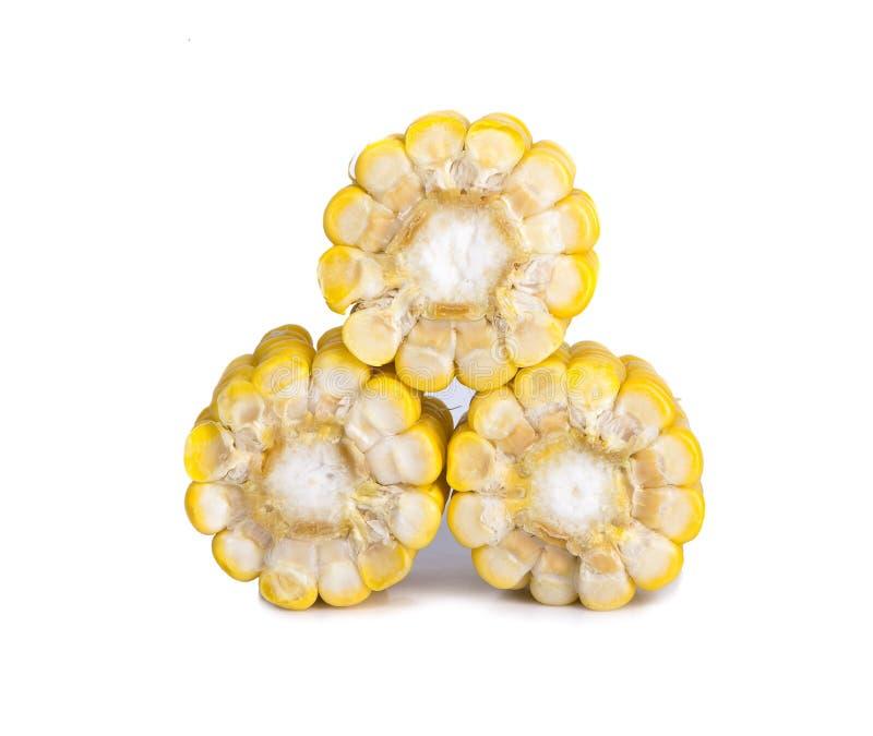 Ein geschnittenes Stück gelber Mais lokalisiert auf Weiß lizenzfreie stockfotografie