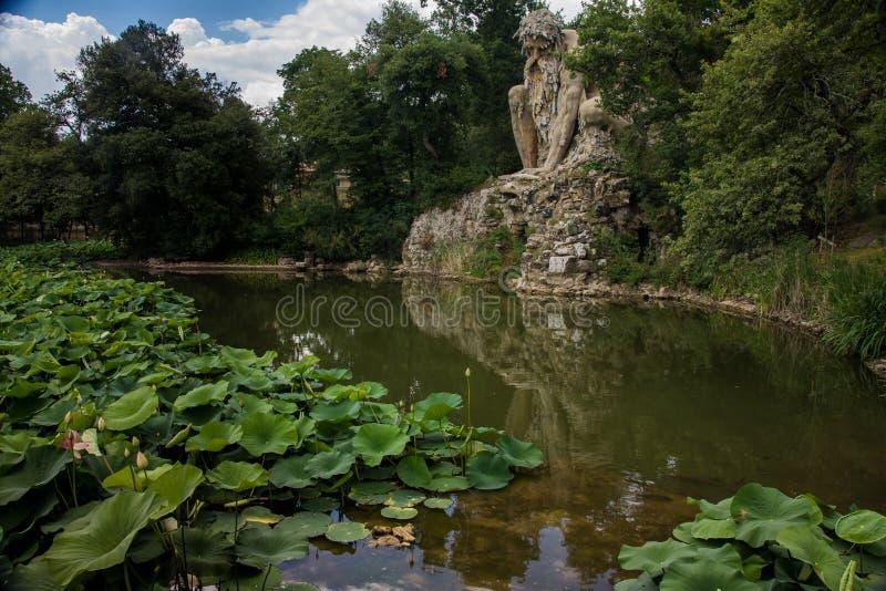 Ein geschnitzter Felsenkoloß lizenzfreies stockfoto