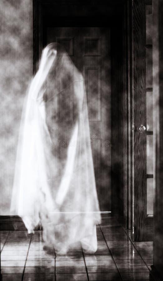 Ein gespenstischer Geist in einer Halle lizenzfreies stockfoto