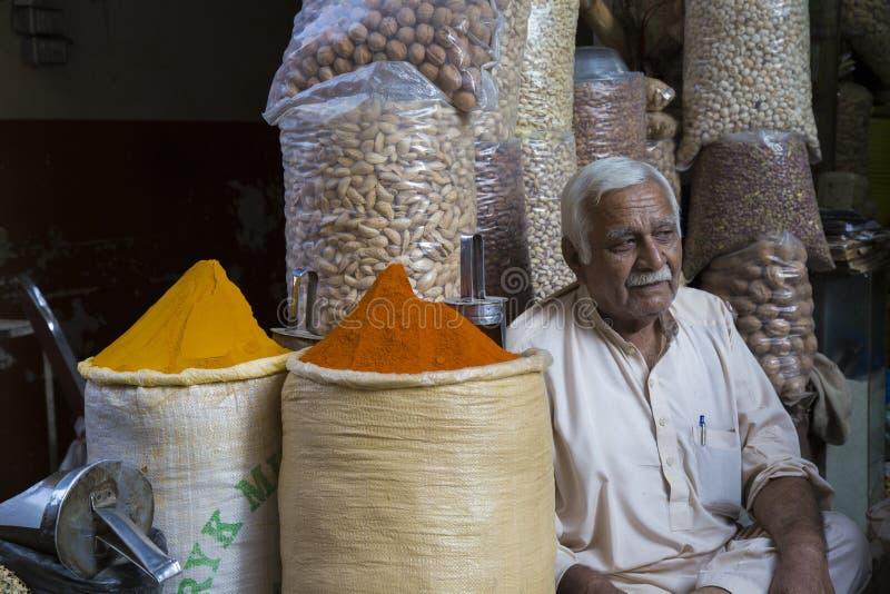 Ein Gewürz-Shop in Akbari Mand, Lahore, Pakistan stockfotografie