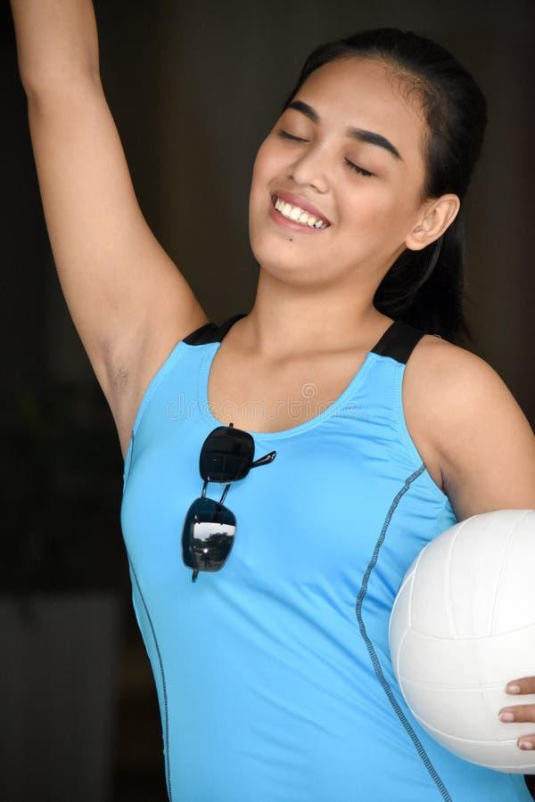 Ein gewinnender weiblicher Athlet stockfotos