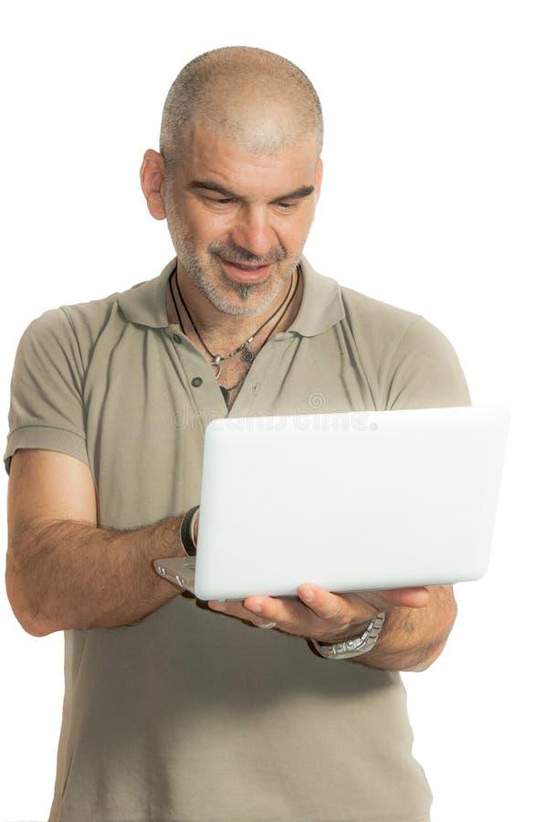Ein glücklicher netbook Benutzer lizenzfreie stockfotografie