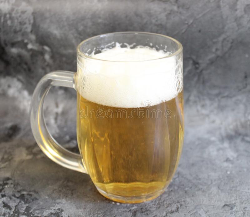 Ein Glas Bier stockbild