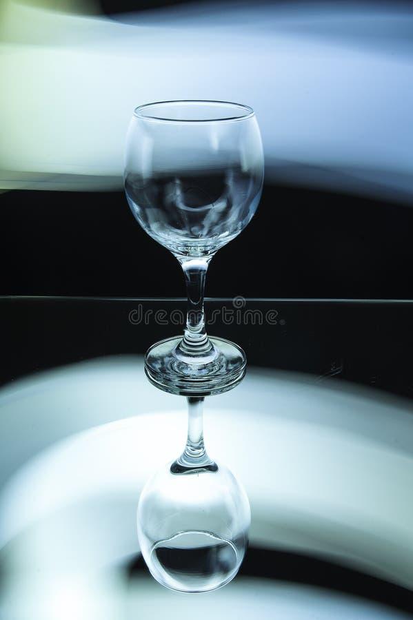 Ein Glas im schönen weißen Licht lizenzfreies stockfoto