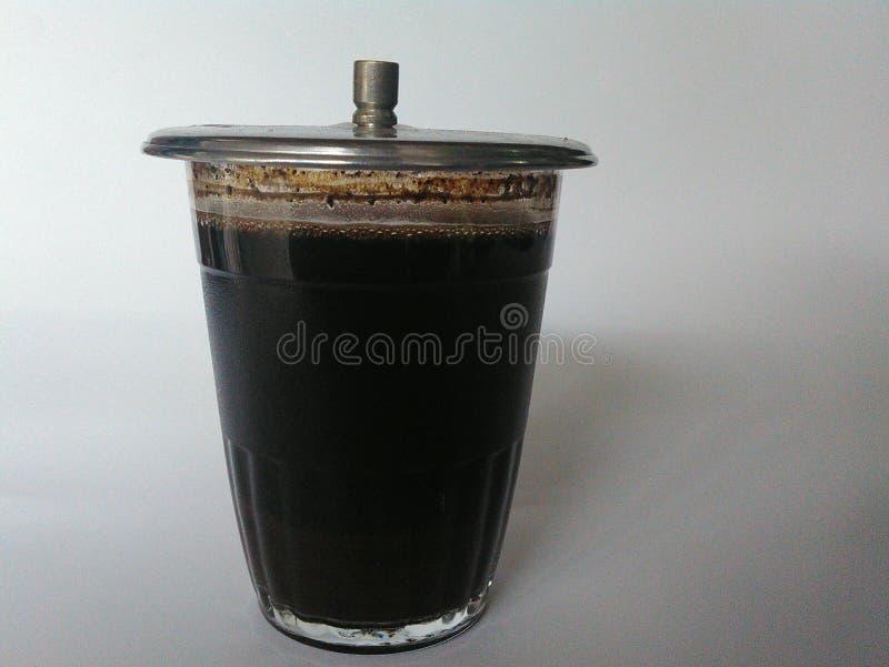 Ein Glas schwarzes cofee mit Deckel lizenzfreies stockbild