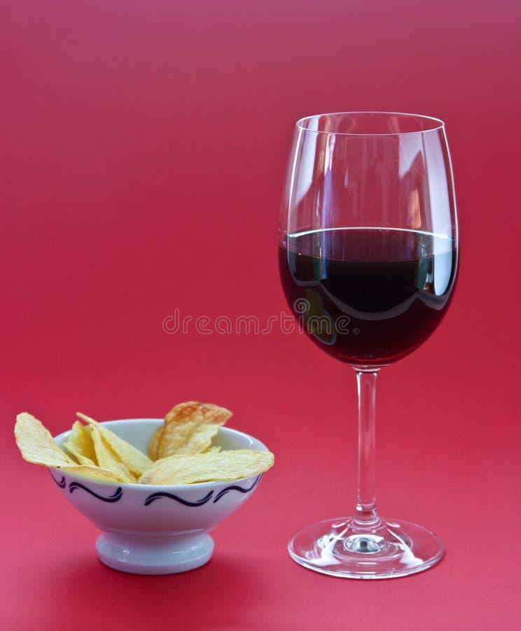 ein glas wein und chips stockbild bild von wein nahrung. Black Bedroom Furniture Sets. Home Design Ideas