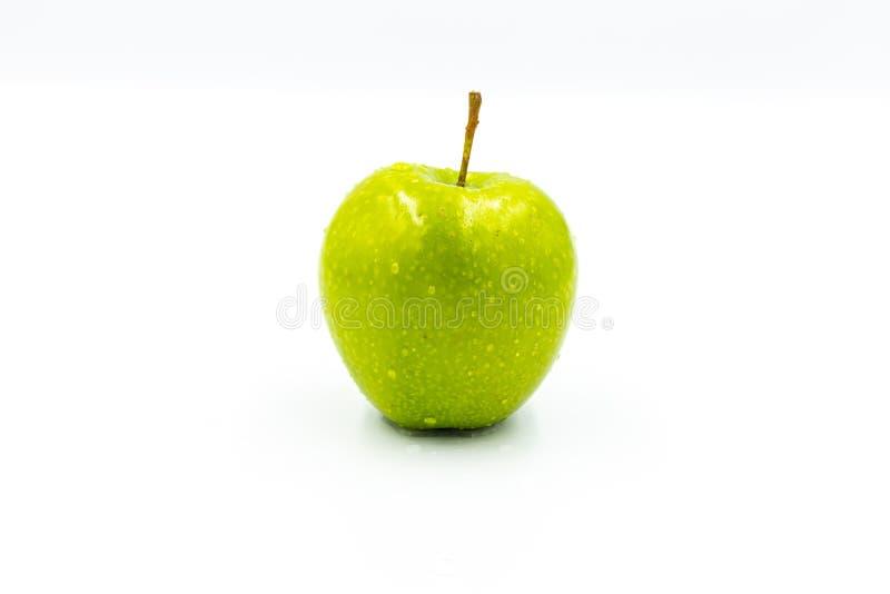 Ein gr?ner Apfel auf einem wei?en Hintergrund lizenzfreies stockbild
