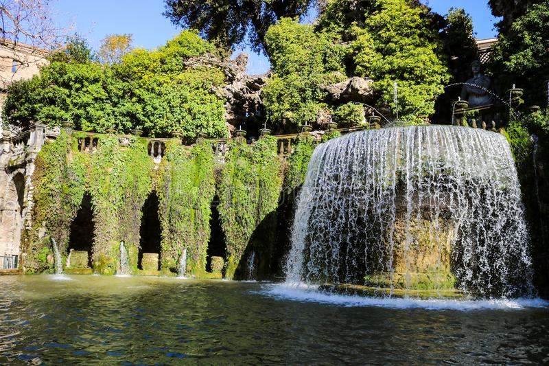 Ein großartiger Brunnen in Landhaus d ` Este stockfotografie