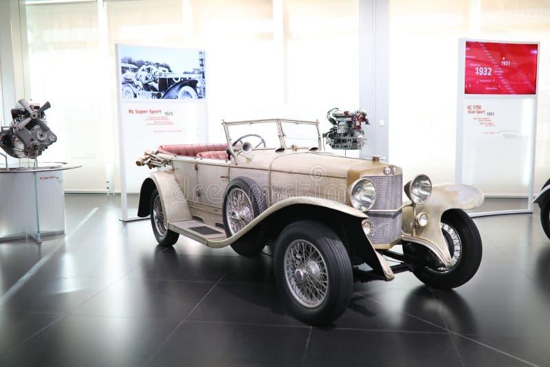Ein großartiges Supersportmodell Alfa Romeos RL auf Anzeige am historischen Museum Alfa Romeo stockbild