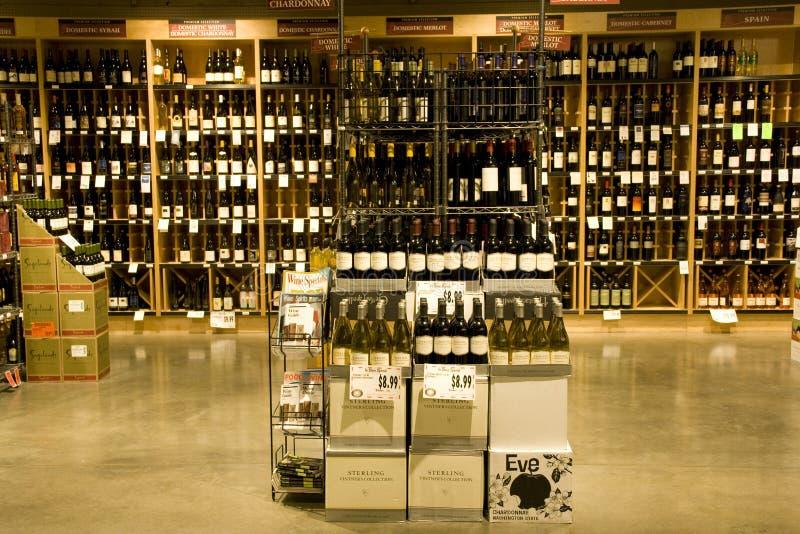 Flüssiger Speicher des Alkohols stockfoto