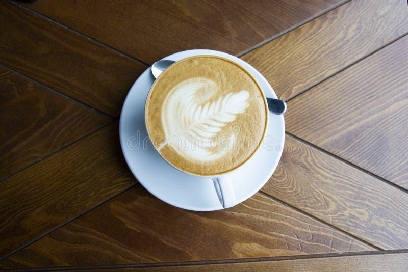 Ein großer Schlamm aromatisierten Cappuccino lizenzfreies stockfoto
