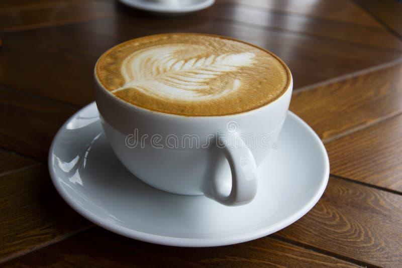 Ein großer Schlamm aromatisierten Cappuccino lizenzfreies stockbild