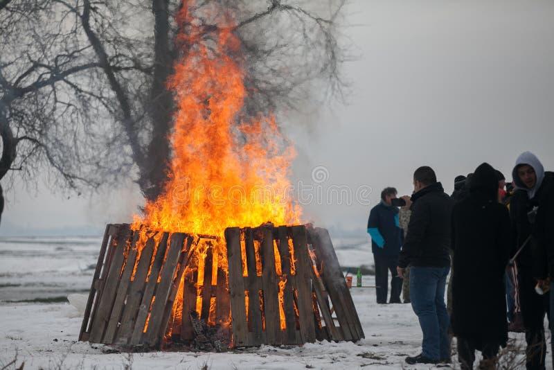 Ein großes Feuer bei der Jahresversammlung von den Inhabern nicht für den Straßenverkehr stockbilder