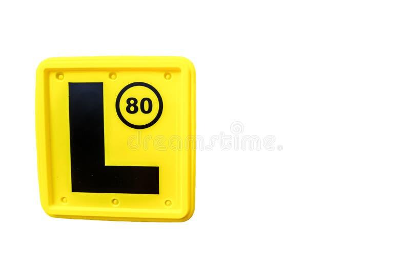 Ein GROTESK-Buchstabe ` L Platte ` in der gelben Farbe, die zur Front und zur Rückseite eines Fahrzeugs in vielen Ländern hinzuge stockfotografie