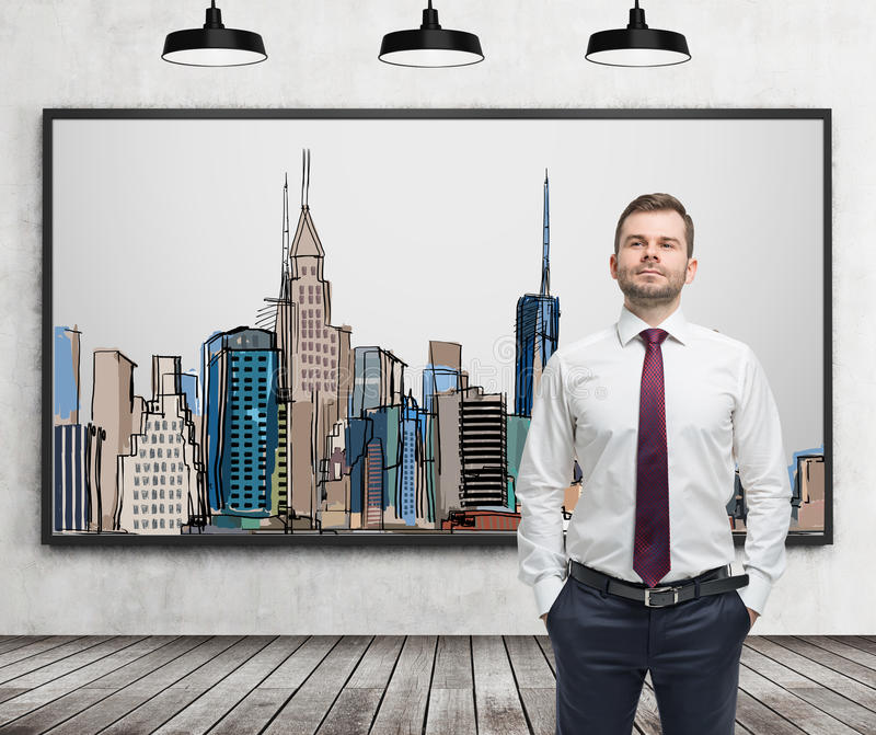 Ein gutaussehender Mann in der Abendtoilette steht vor dem Bild von New York City auf der Wand stockbild