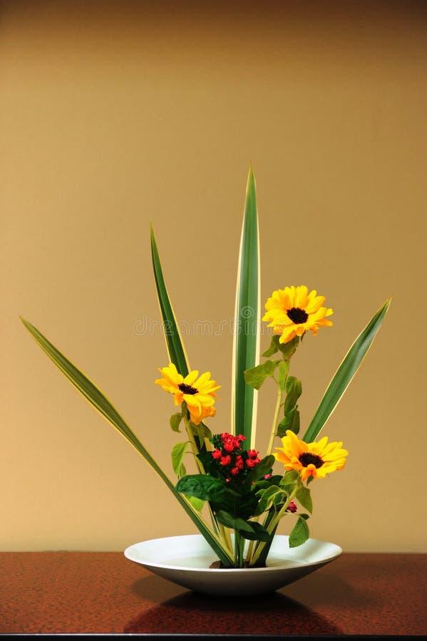 Ein gutes Beispiel von der japanischen Kunst der Blumenanordnung stockfoto