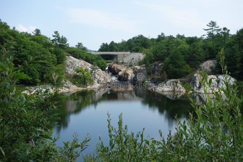 Ein hübscher See in Ontario lizenzfreie stockbilder