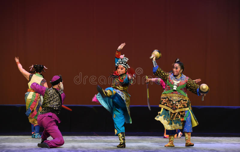 "Ein Handgemenge--Peking-Oper ""Little Worriors von Yeuh's-family† stockfotos"