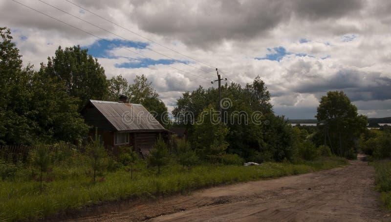 Ein Haus im Dorf lizenzfreies stockbild