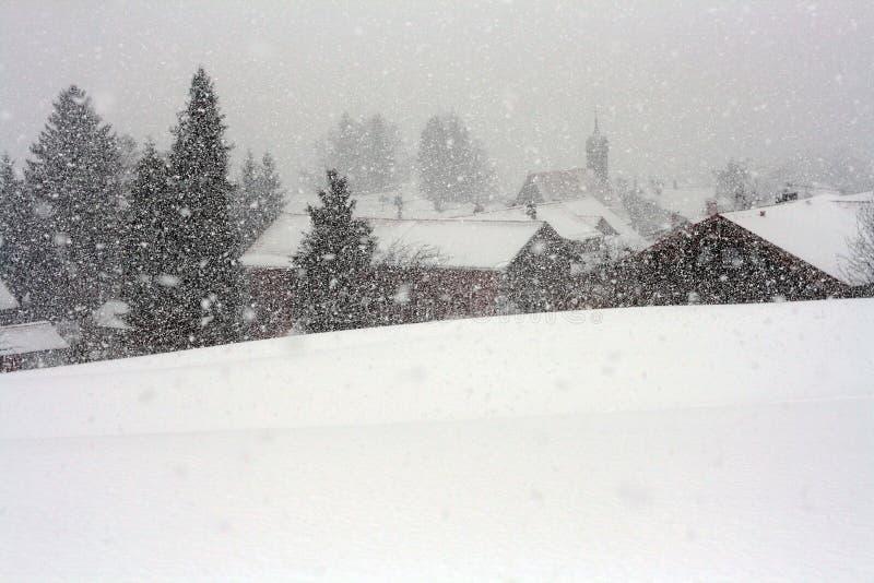 Ein heftiger Blizzard im Bayern lizenzfreie stockfotos